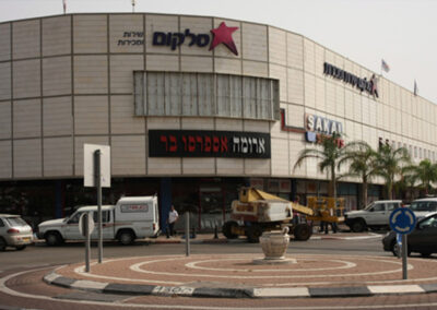Hutzot Ha Mifratz – Israel